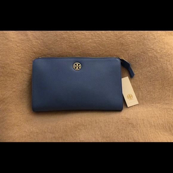 fd4e108f0159 New Tory Burch Brody Pebbled Wallet Crossbody Bag